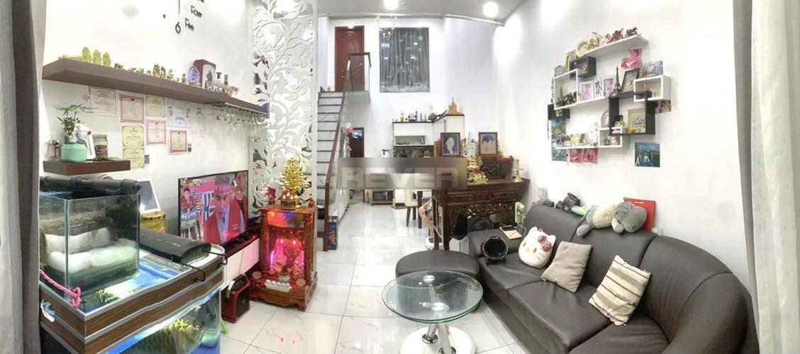Phòng khách nhà phố Trần Khắc Chân, Quận 1 Nhà phố hẻm Quận 1, hẻm xe ba gác, nội thất cơ bản.