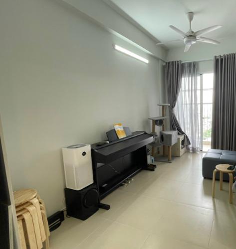 Phòng khách Carillon 7, Tân Phú Căn hộ Carillon 7 nội thất cơ bản, ban công hướng Tây.