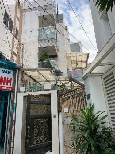 Nhà phố hướng Đông Nam kết cấu gồm 4 tầng, đầy đủ nội thất.