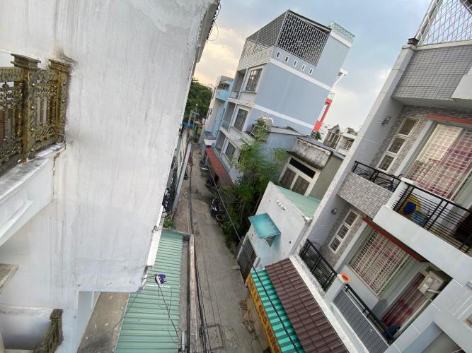 Nhà phố Gò Vấp Nhà phố đường số 2, kết câu 1 trệt 3 lầu hướng Tây Bắc, nội thất cơ bản.