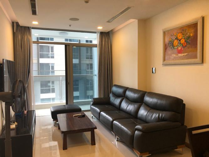 Căn hộ có 2 phòng ngủ Vinhomes Central Park tầng 12, đầy đủ nội thất.