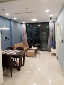 Bán căn hộ Vinhomes Golden Rive, diện tích 64m2, 2 phòng ngủ view Landmark, đầy đủ nội thất.