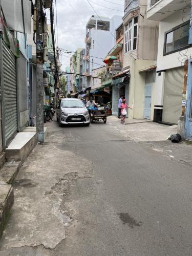 Đường Nhà phố hướng Tây Nam, mặt tiền thuận tiện kinh doanh.
