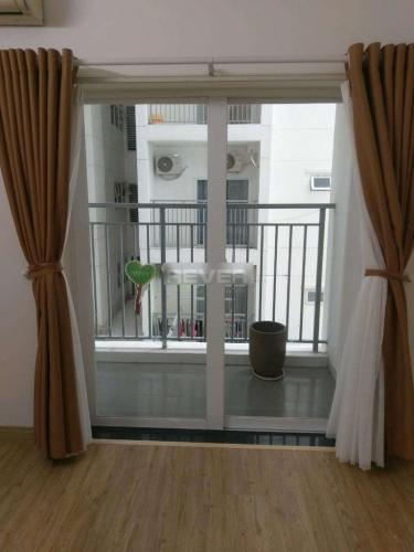 Căn hộ Oriental Plaza tầng trung thoáng mát, nội thất cơ bản.