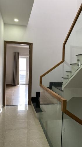 Không gian nhà phố Quận 9 Nhà phố KDC Mega Residence Quận 9 hướng Đông, đầy đủ nội thất.