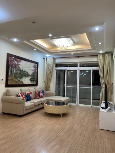 Căn hộ Riverside Residence hướng Đông Nam, đầy đủ nội thất.