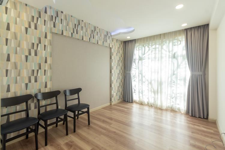 Bên trong căn hộ Happy Valley, Phú Mỹ Hưng Căn hộ Happy Valley tầng thấp, thiết kế hiện đại, sàn lót gỗ.