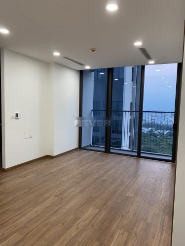 Căn hộ Eco Green Saigon tầng 19 view thoáng mát, nội thất cơ bản.