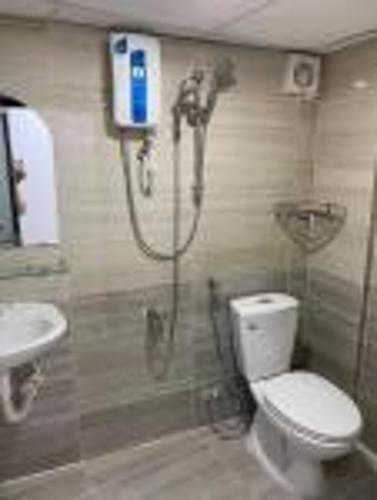 Phòng tắm căn hộ dịch vụ Quận 10 Cho thuê căn hộ dịch vụ đường Ba tháng Hai, Quận 10, diện tích 35m2, đầy đủ nội thất