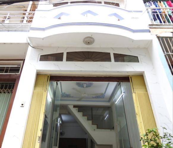 Nhà phố hẻm xe hơi đường Nguyễn Văn Cừ, khu dân cư đông đúc.