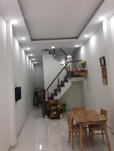 Phòng khách Nhà phố ngay khu dân cư Kiều Đàm, hướng Nam hẻm xe hơi.