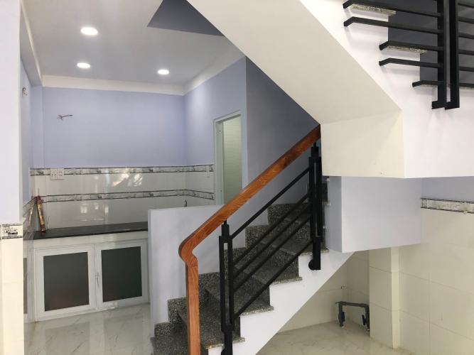 Phòng bếp nhà phố Quận Bình Tân Nhà phố hẻm rộng 4m hướng Nam thoáng mát, nội thất cơ bản.