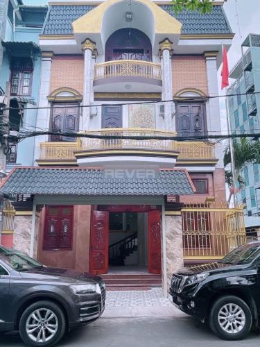 Biệt thự Huy Hoàng Sala có 2 mặt tiền, cách đường Nguyễn Oanh 50m.