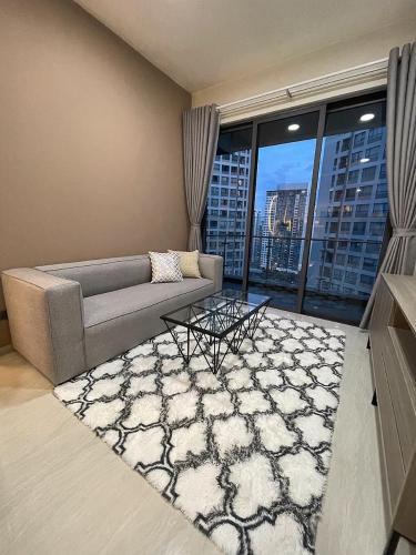 Căn hộ Q2 Thảo Điền tầng 21, đầy đủ nội thất và tiện ích.