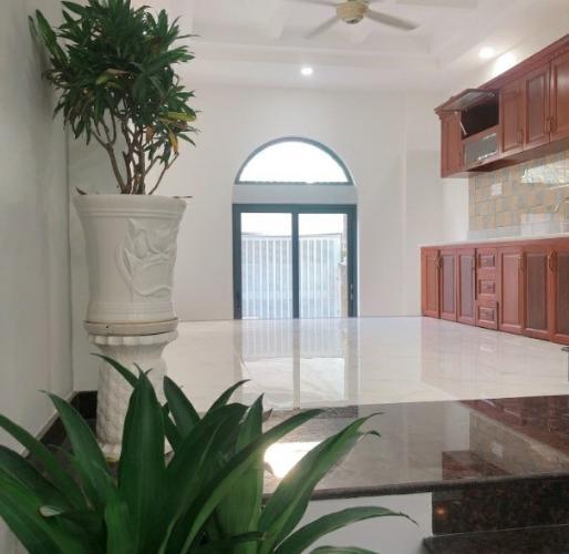 Phòng bếp nhà phố Huỳnh Tấn Phát, Quận 7 Nhà phố hướng Nam, 2 mặt tiền hẻm xe hơi rộng rãi, an ninh.