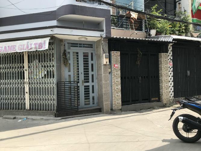 Mặt tiền nhà phố Đoàn Văn Bơ, Quận 4 Nhà phố hướng Đông Bắc, đường trước nhà 5m, xe hơi qua lại.
