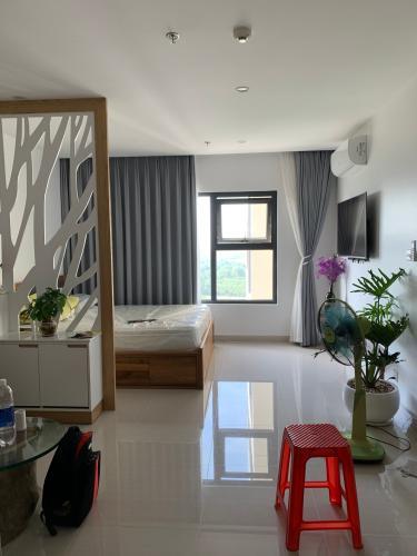 Căn Studio Vinhomes Grand Park tầng 12, đầy đủ nội thất và tiện ích.