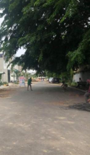 Đường trước nhà phố Quận Bình Tân Nhà phố nằm tại KDC Nam Hùng Vương hướng Đông Bắc, đường xe hơi.