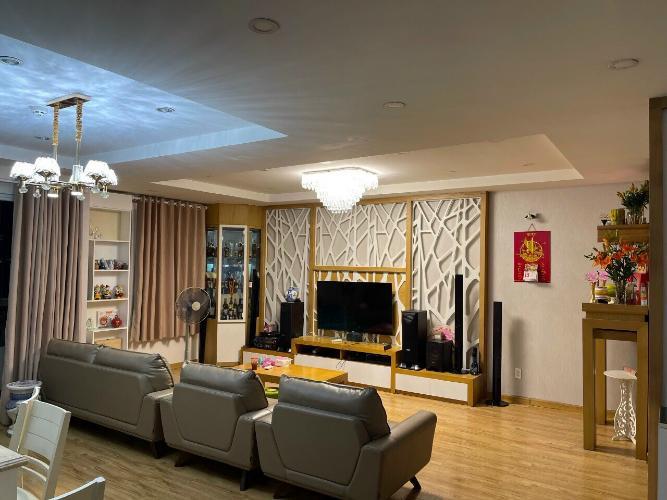 Căn hộ tầng 4 Cao ốc Thịnh Vượng có 4 phòng ngủ, đầy đủ nội thất.