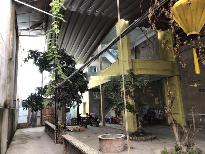 Nhà phố cấp 4 mặt tiền đường Ngô Quyền, khu dân cư đông đúc.
