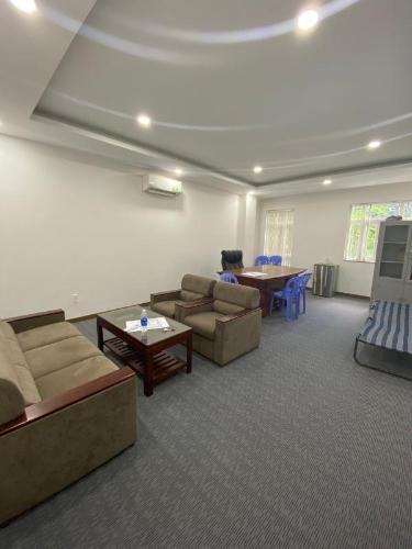 Văn phòng mặt tiền đường ngay KDC Him Lam, kết cấu 1 trệt và tầng 1.