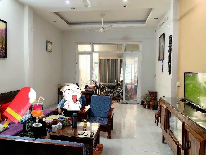 Phòng khách nhà phố Nhà phố hướng Đông Nam mặt tiền đường, sổ hồng ban giao nhanh.
