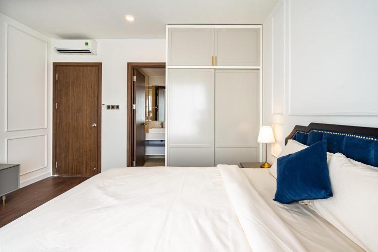 Phòng ngủ căn hộ Saigon Royal Căn hộ Saigon Royal tầng trung, view nhìn ra hướng tòa nhà Bitexco