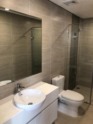 Phòng tắm căn hộ Vinhomes Grand Park, Quận 9 Căn hộ Vinhomes Grand Park cửa hướng Tây Nam, view sông thoáng mát.