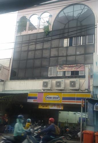 Nhà phố Quận Tân Phú Nhà mặt tiền đường Trịnh Đình Trọng diện tích 180m2, khu dân cư đông đúc.