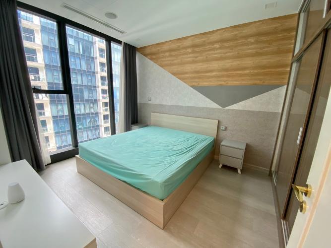 Phòng ngủ căn hộ Vinhomes Golden River  Bán căn hộ Vinhomes Golden River 1 phòng ngủ, tầng cao, đầy đủ nội thất, ban công hướng Đông.