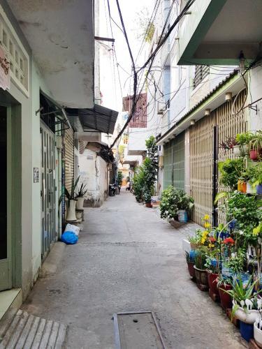 ĐƯờng hẻm nhà phố Quận Phú Nhuận Nhà phố Q.Phú Nhuận hướng Tây Nam diện tích sử dụng 167m2, có sổ đỏ.