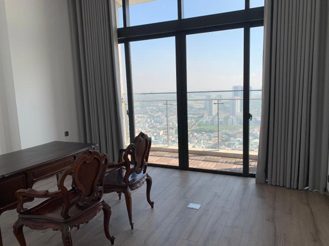 phòng làm việc penthouse riviera point Căn hộ Penthouse Riviera Point tầng cao, ngắm nhìn thành phố.