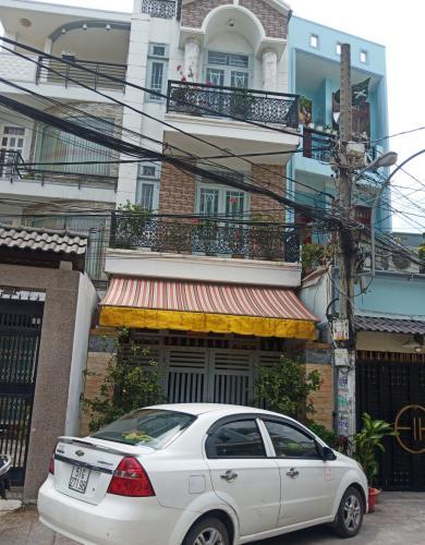 Nhà phố hướng Đông Bắc, mặt tiền đường xe hơi đến tận cửa.