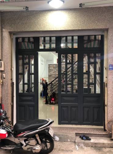 Phòng khách Nhà phố Bình Tân cửa hướng Bắc thiết kế kiên cố, hẻm xe máy.