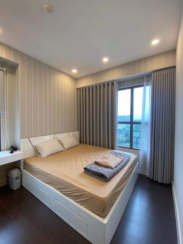 Căn hộ tầng trung The Sun Avenue với đầy đủ nội thất.