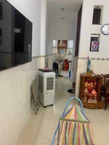 Bên trong nhà phố Huỳnh Thiện Lộc, Tân Phú Nhà phố hướng Đông Nam, không kèm nội thất, sổ hồng riêng.