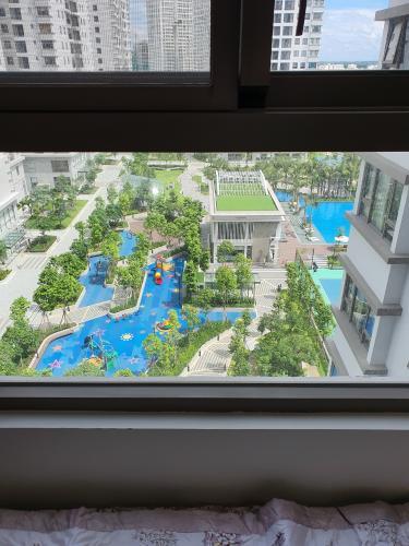 View Saigon South Residence  Căn hộ Saigon South Residence tầng trung, đón view nội khu.