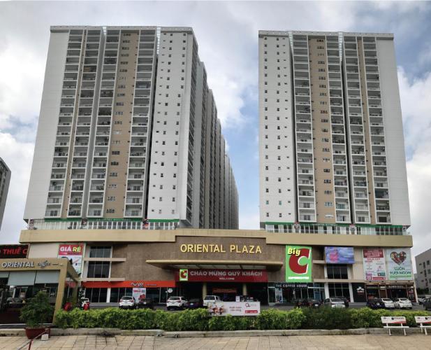 Chung cư Oriental Plaza, Tân Phú Căn hộ chung cư Oriental Plaza hướng Tây Nam, view thành phố sầm uất.