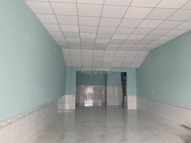 Bên trong nhà phố Tăng Nhơn Phú A, Quận 9 Nhà cấp 4 hướng Tây Bắc sổ hồng chính chủ, mặt tiền đường số 102.