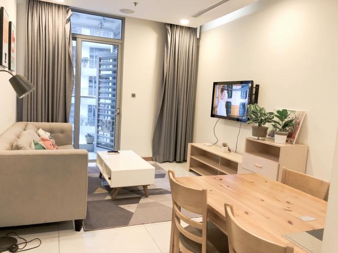 Căn hộ Vinhomes Central Park tầng 35, phòng ngủ view nội khu yên tĩnh.
