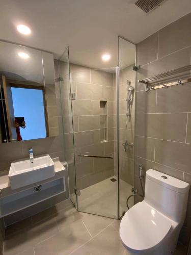 Phòng tắm River Panorama, Quận 7 Căn hộ River Panorama tầng cao, ban công hướng Bắc.