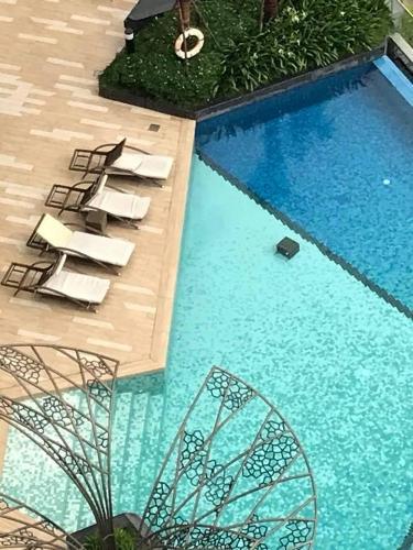 Hồ bơi căn hộ The Sun Avenue Căn hộ tầng cao The Sun Avenue, tiện ích cao cấp, nội thất đầy đủ.