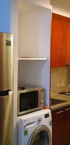 microwave Căn hộ The Manor hướng Tây, nội thất đầy đủ tiện nghi.