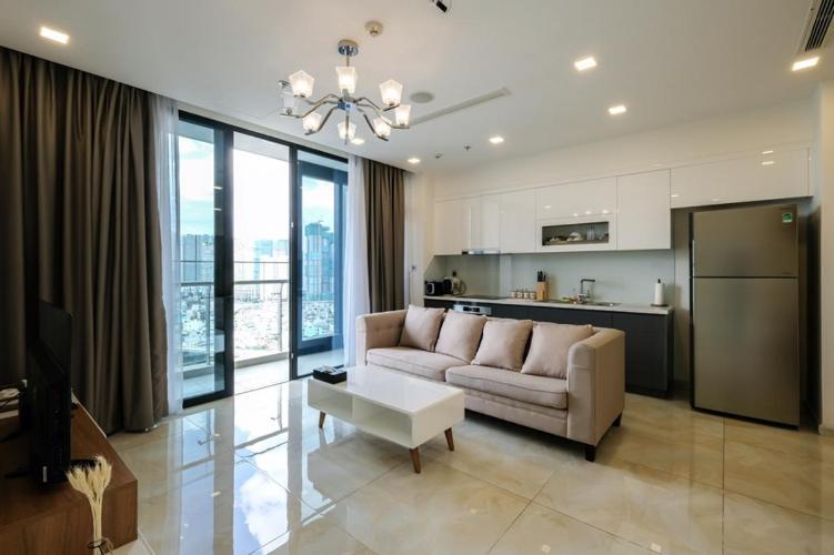 Căn hộ tầng trung Vinhomes Golden River đầy đủ nội thất.