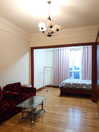 Phòng khách The Manor, Bình Thạnh Căn hộ tầng cao The Manor hướng Tây Nam, nội thất đầy đủ.