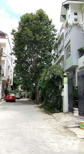 Đường trước nhà Nhà phố hướng Đông khu dân cư an ninh, hẻm xe hơi rộng 5 m.