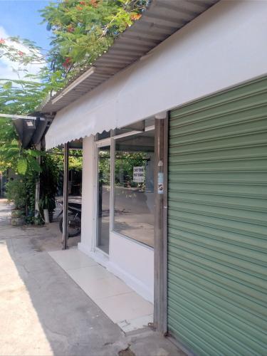 Mặt bằng kinh doanh đường Xuân Thủy diện tích 40m2, gần chợ Thảo Điền.