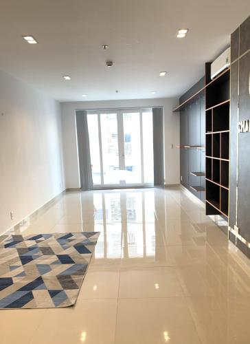 Officetel Sky Center bàn giao nội thất cơ bản, view tầng cao.