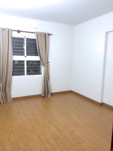 Căn hộ Bàu Cát II tầng cao cửa chính hướng Bắc, nội thất cơ bản.