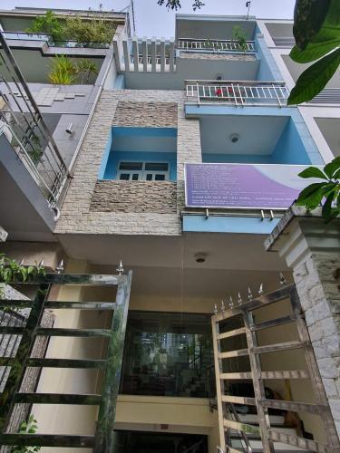 Nhà phố trong KDC 6B Intresco diện tích 100m2, thiết kế sang trọng.